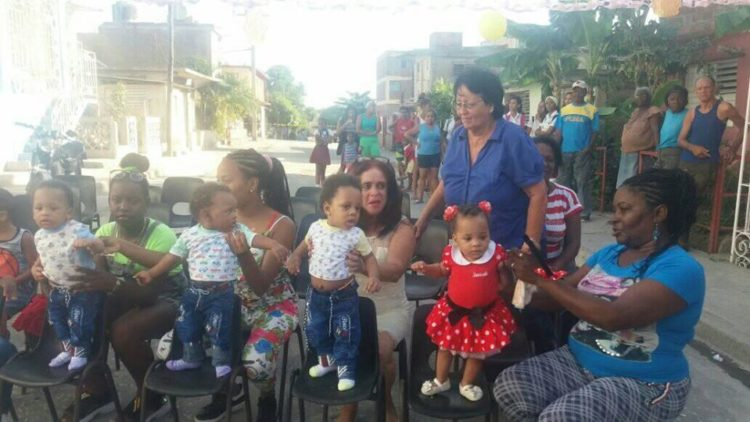 Cuatrillizos cubanos celebran su primer año de vida