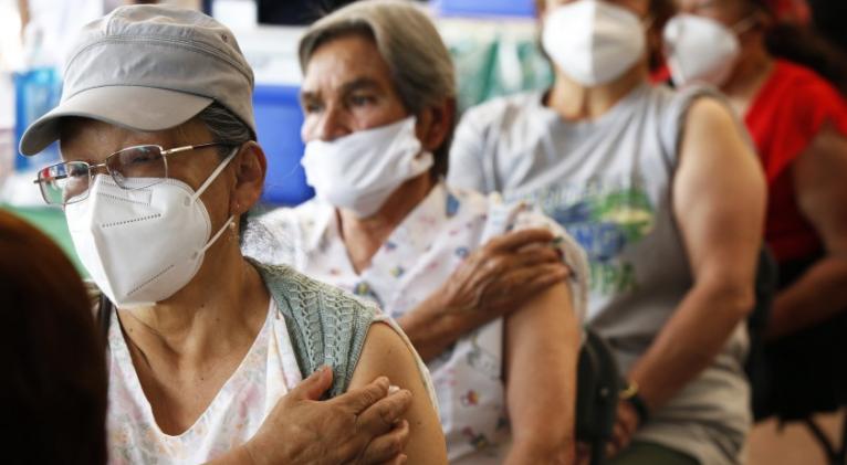 ¿Cuánto dura la protección de las vacunas contra el COVID-19?